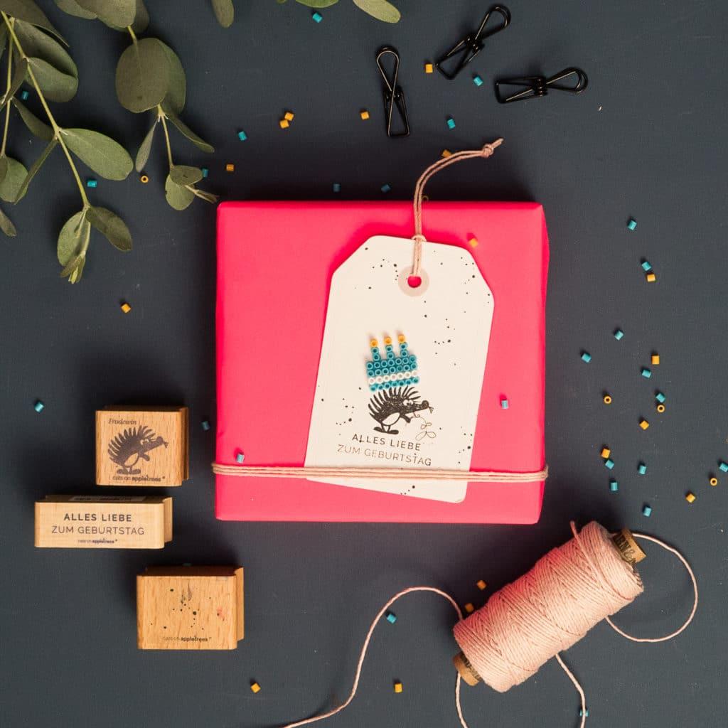 Bügelperlen & Stempel - ein kreativer Geburtstagsanhänger mit cats on appletrees