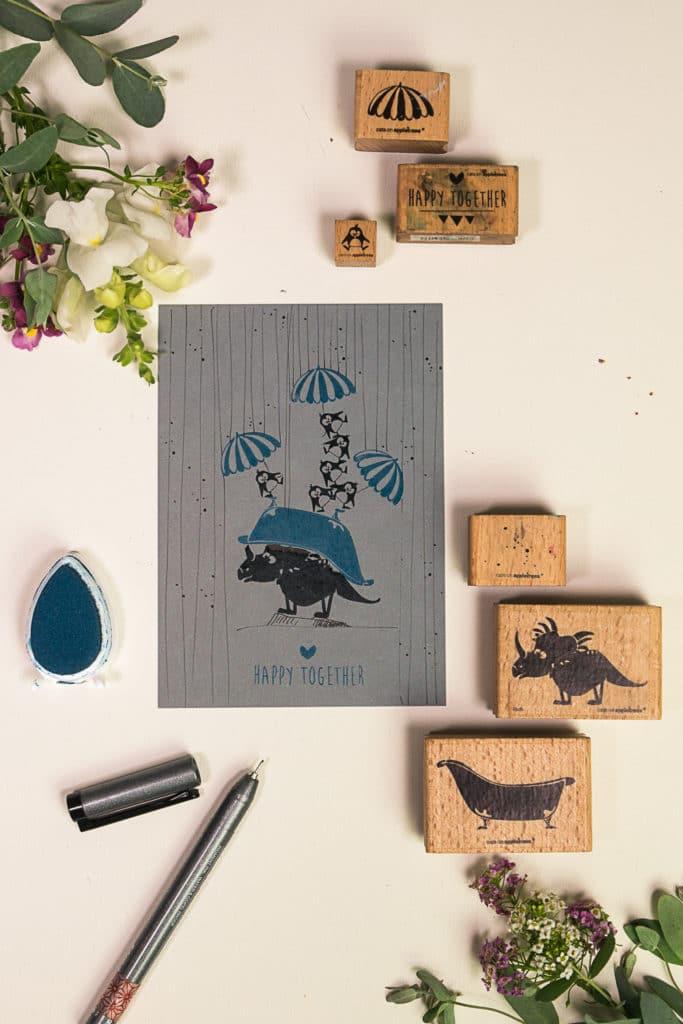 Stempelanleitung zu einer Grußkarte mit Saurier und Pinguinen