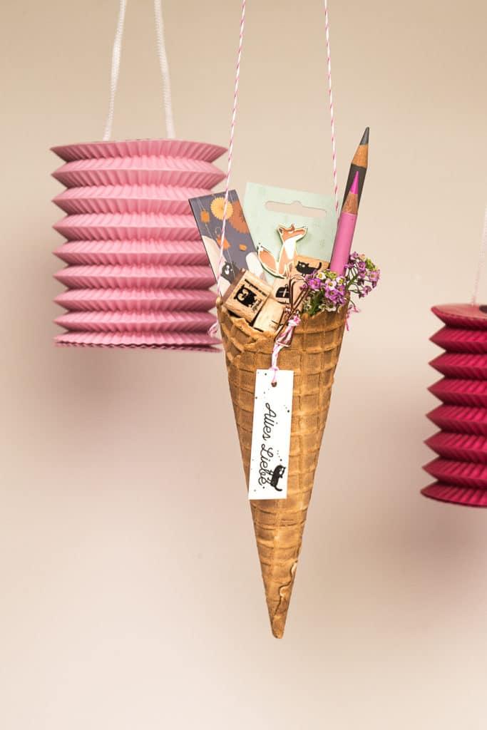 Idee für eine essbare Zuckertüte zur Schuleinführung - mit gestempeltem Tag