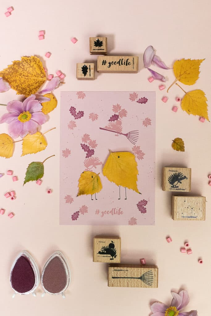 Mit Blättern & Stempeln zaubern wir eine herrlich bunte Herbstkarte