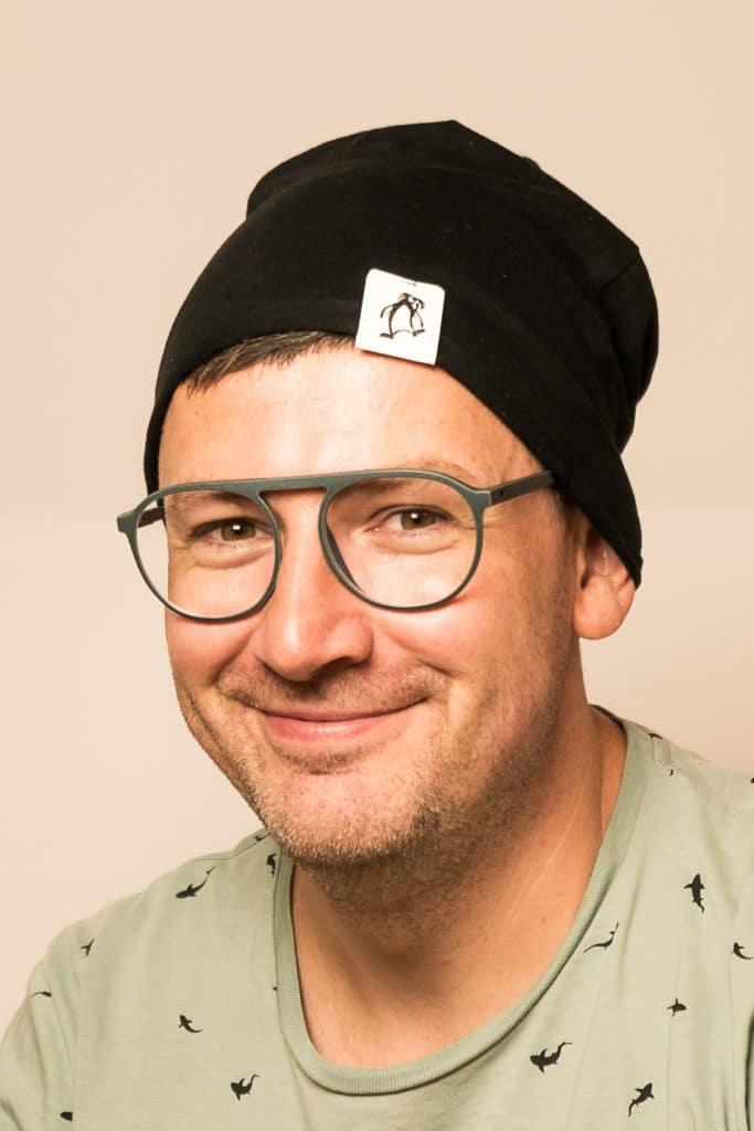 Wir verzieren eine Mütze mit einem bestempelten Snap Pap Label