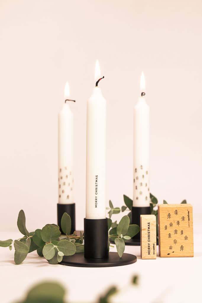 Mit Stempeln kannst du dir herrlich puristische Kerzen gestalten